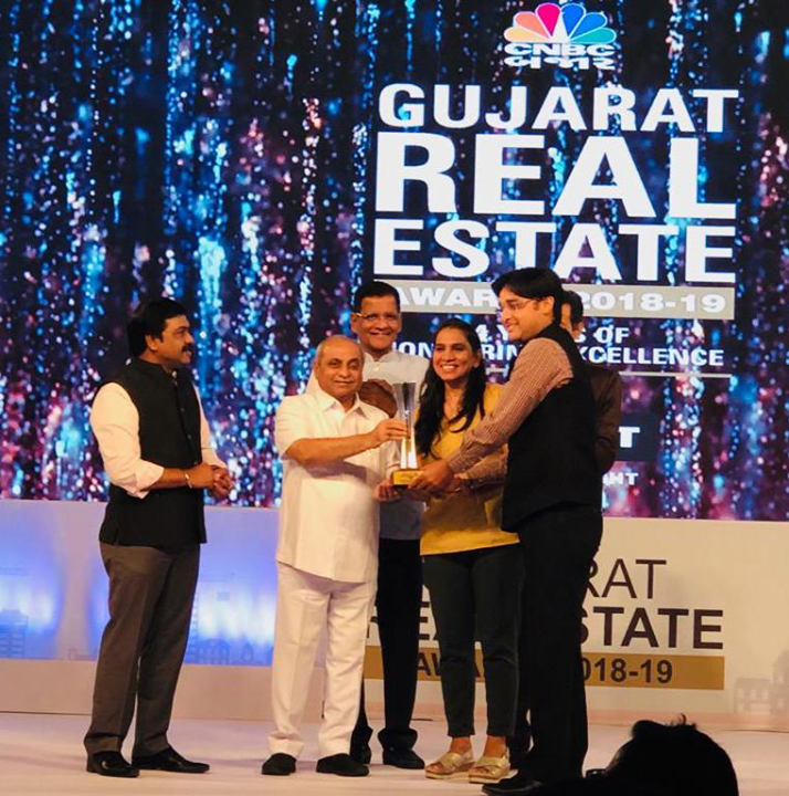 It's a humbling experience to be acknowledged for our hard work, consecutive 4times in a month! It's raining awards for us at Sun Builders Group!   We're ecstatic to share with you that #SunSouthPark was recently awarded at the CNBC Bazaar Gujarat Real Estate Awards 2018-19!  #GujaratRealEstateAwards #ProudMoments  #SunBuildersGroup #RealEstate #Ahmedabad #Gujarat