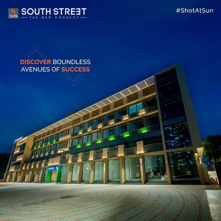 There's much more to Retail than what meets the eyes. Sun South Street, the new-age Retail Establishment will expose your business to boundless avenues of Success with an enchanting design and purposeful location. The G+3 Levels of Retail will catering to Health Care Sectors, Fashion Brands Educational Institutes, Cafes and much more.  For Details Call: +91 99789 32081  Architect: @hm.architects Location: South Bopal Status: Ready Possession  #SunBuildersGroup #SunBuilders #SunSouthStreet #Retail #Showrooms #SouthBopal #ShotAtSun #SOBO #ReadyPossession #BuildingCommunities #RealEstateAhmedabad