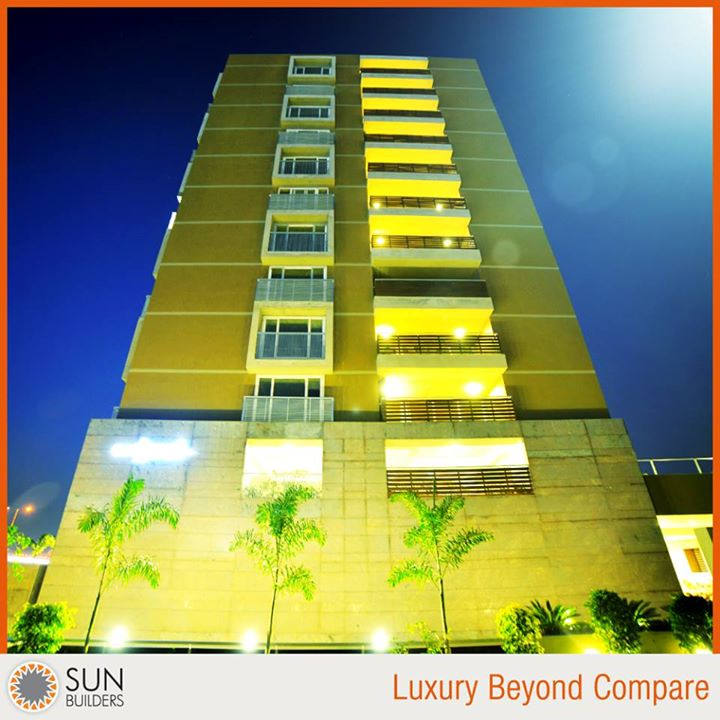 For those who seek a lifestyle far above the ordinary, Sun Embark by Sun Builders Group brings together stunning architectural design, world-class amenities and luxury beyond compare in the form of 4 BHK Sky Suites. For details contact +91 8306664888 #luxury #Ahmedabad